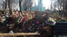 Чиновники прокомментировали ситуацию со стихийной свалкой на кладбище под Смоленском