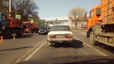 В Смоленске автомобилист проучил нечистоплотного курильщика