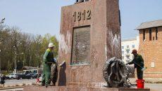 Смоленским памятникам устроили водные процедуры