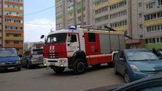 В Смоленске пожарные проникли в квартиру и уберегли дом от возгорания