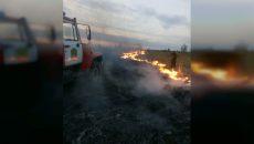Под Смоленском пожарные возвращались с вызова и спасли деревню