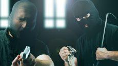 Двое жителей Иркутска ограбили смолянку на 220 тысяч рублей