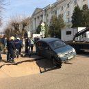 https://smolensk-i.ru/auto/v-smolenske-proval-asfalta-vozle-smolgu-snyali-na-video_280908