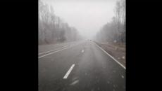 Под Смоленском снегопад на федеральной трассе сняли на видео