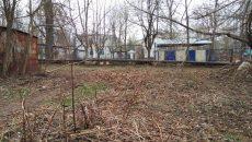 В Смоленске убрали от мусора дорогу к трем детсадам