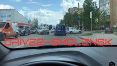 В Смоленске жёсткое ДТП перекрыло полдороги рядом с гипермаркетом