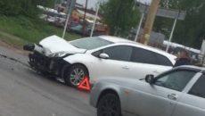 В Смоленске жёсткое ДТП перекрыло движение по улице в промзоне