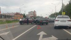 В Смоленске ДТП с двумя ВАЗ перекрыло половину шоссе