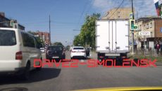 В Смоленске ДТП с грузовиком создало «пробку» на перекрёстке