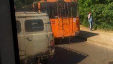 В Смоленске «буханка» на полном ходу врезалась в троллейбус