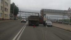 В Смоленске ДТП с грузовиком перекрыло половину шоссе