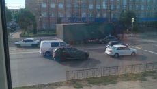 В Смоленске авария с фурой и «Грантой» создала большую «пробку»