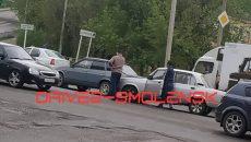 В Смоленске ДТП с «Ладами» спровоцировало затор у перекрёстка