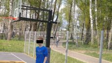 В Смоленске неизвестные сломали баскетбольное кольцо в парке «Соловьиная роща»