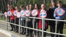 Под Смоленском школьники-«живые знаки» обратились к водителям