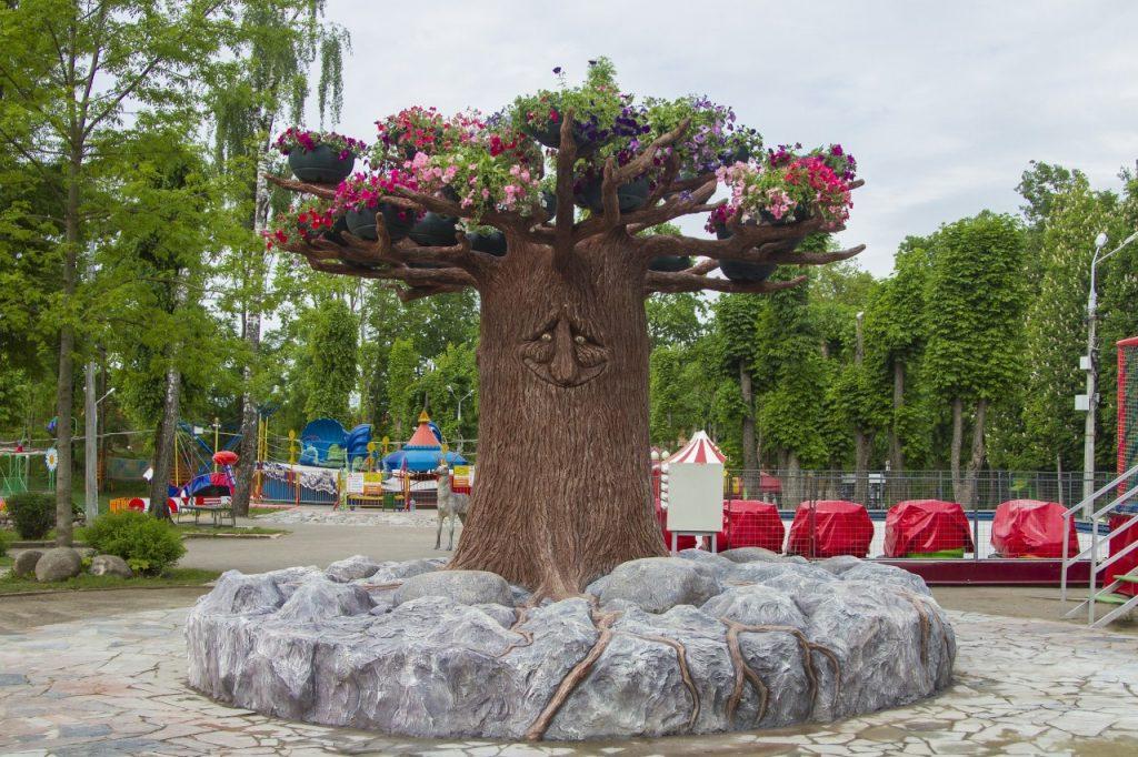 арт-объект Сказочное дерево в Лопатинском саду (фото vk.com official_smolensk)