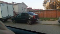 В Смоленске житель сдал полиции автохамов, которые оставили машины возле детского сада