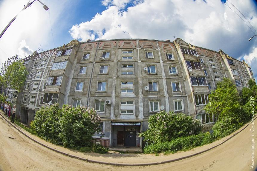 В Смоленске многоэтажный дом после частичного обрушения плиты ждет комплексная экспертиза