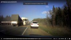 Видео страшной аварии большегрузов под Смоленском попало в Сеть