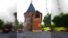 В Смоленске появилась «спорная» вывеска на Громовой башне