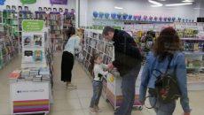 «Совсем не суровый!» Жители Смоленска встретили Алексея Островского с семьей в ТЦ