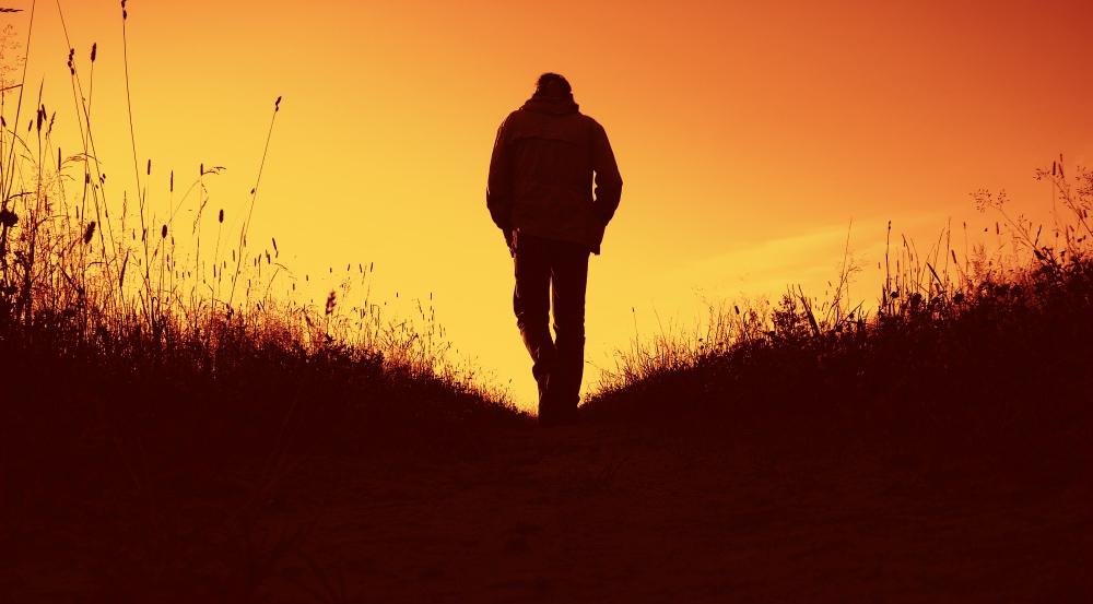 мужчина закат