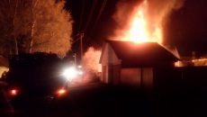Под Смоленском огонь уничтожил крышу жилого дома