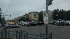 В Смоленске сломанный светофор собрал огромную «пробку» на оживлённом перекрёстке