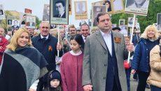 Алексей Островский с семьей присоединился к колонне «Бессмертного полка» в Смоленске