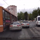 https://smolensk-i.ru/auto/v-smolenske-moment-stolknoveniya-tramvaya-s-legkovushkoy-snyali-na-video_284532