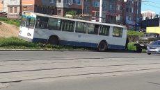 В Смоленске троллейбус вылетел с дороги на улице 25 Сентября