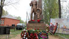 В Сафоновском районе установили памятник Воину-освободителю