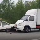 https://smolensk-i.ru/auto/zhestkaya-avariya-na-trasse-pod-smolenskom-stolknulis-furgon-i-legkovushka_289171