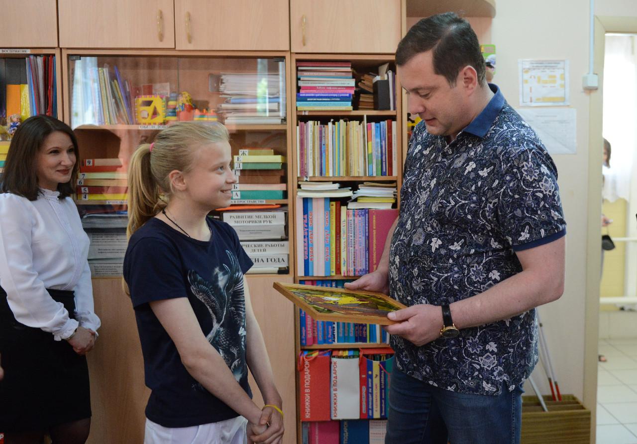 Алексей Островский поможет отремонтировать дорогу к Краснинской школе-интернату