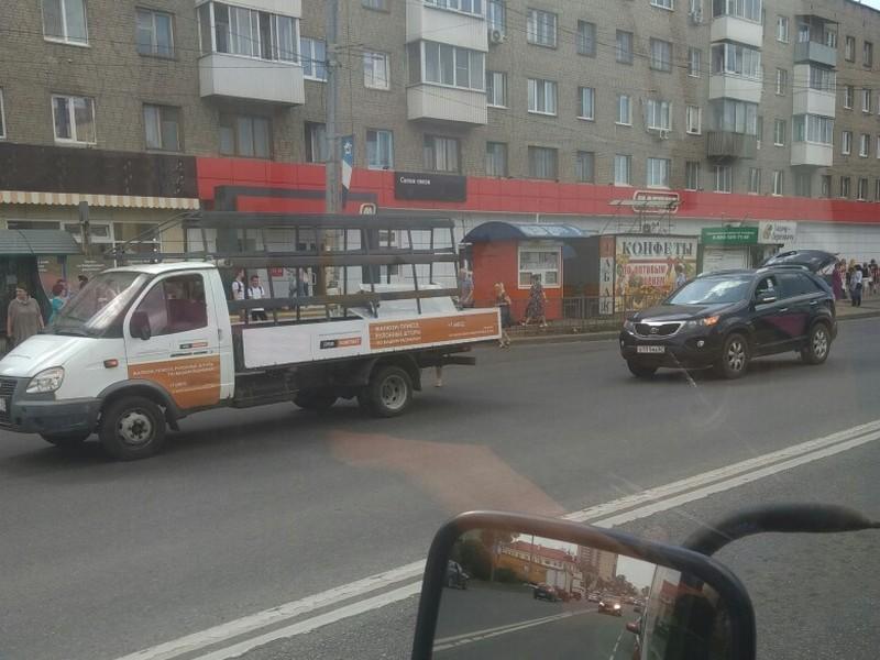 В Смоленске ДТП с грузовым авто и иномаркой создало «пробку» на Медгородке