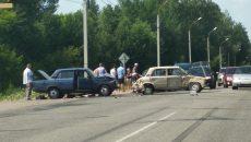 В Смоленске два ВАЗа и «Мазда» попали в жёсткую аварию