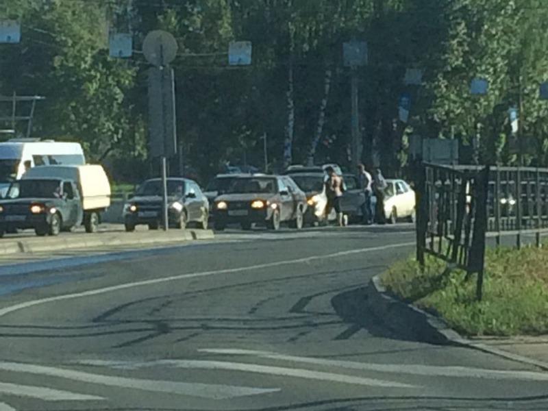 В Смоленске ДТП создало затор на перекрёстке в Заднепровье