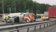 Под Смоленском на М1 произошла жёсткая авария с эвакуатором