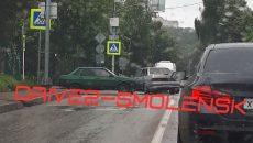 В Смоленске ДТП перекрыло почти всю улицу на Кловке