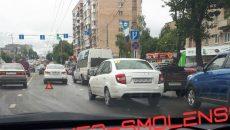 В Смоленске две аварии создали огромную пробку на улице Кирова