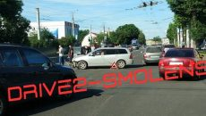 В Смоленске авария с иномаркой и «Нивой» затруднила движение на перекрёстке