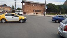 Такси попало в ДТП в центре Смоленска