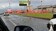 Две легковушки разбиты в хлам в результате ДТП в Смоленске