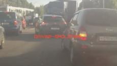 В Смоленске опасные «пируэты» водителя фуры сняли на видео