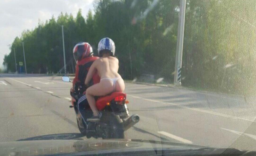 так кончаю в стрингах на мотоцикле выросла