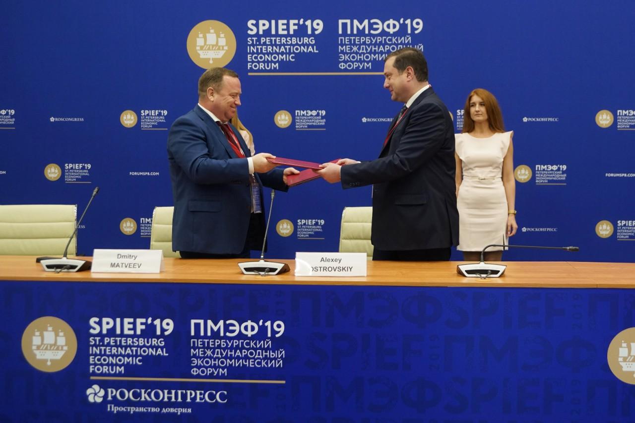 Алексей Островский подписал соглашение о строительстве молочно-товарных комплексов в Смоленской области