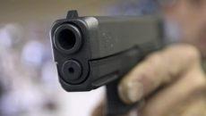Под Смоленском у женщины под угрозой игрушечного пистолета отобрали 200 тысяч рублей
