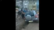 В Смоленске внедорожник провалился в канаву на Киселевке