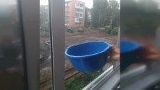 Под Смоленском в районах коммунального ЧП наладили продажу воды из колодцев и колонок