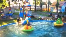 Под Смоленском падение юноши с детского аттракциона в воду сняли на видео